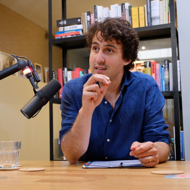 Jesse Klaver in de studio van zijn podcast